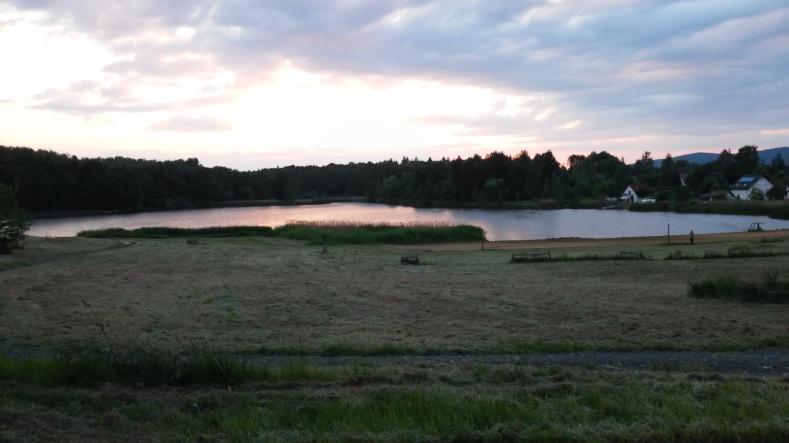 Sieniawka jezioro różowy zach