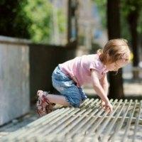 34 objawy zaburzeń sensorycznych dziecka w wieku szkolnym