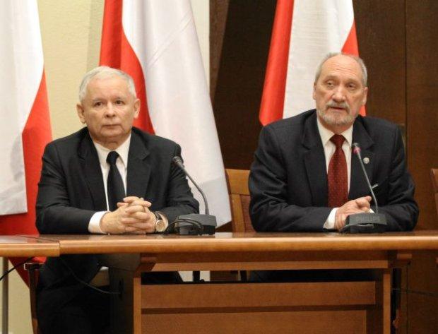 z12829209Q,Jaroslaw-Kaczynski-i-Antoni-Macierewicz-na-konfere
