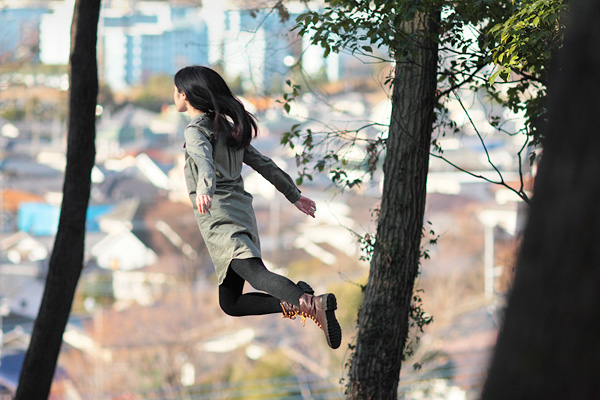 Levitating-Girl-by-Natsumi-Hayashi-5