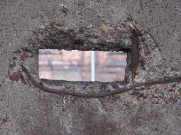 dziura-w-ścianie-betonowej_2400698